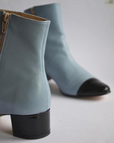 Small bottine detail bleu et verni noir marie paris