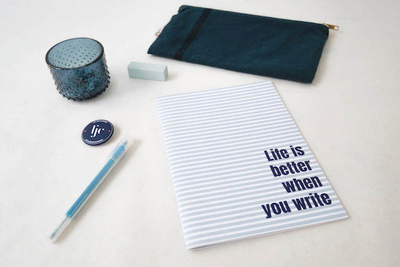 Small les jolis cahiers cahier life is better bleu display copie