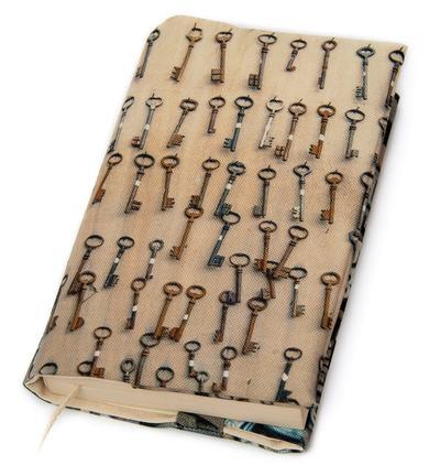 Small couverture livre brocante maron bouillie clefs lettres face